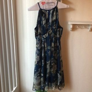 Blue Esley flower print dress.